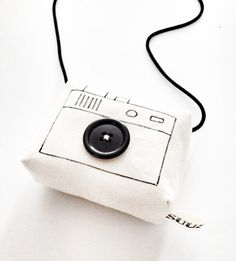 Camera's om mee te spelen! Diy For Kids, Gifts For Kids, Minis, Toy Camera, Fabric Toys, Diy Toys, Toy Diy, Craft Activities For Kids, Plushies