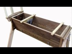 This is THE BEST video tutorial I have found on building a TOP BAR HIVE!! Free Plans on Website.....a really well made video.