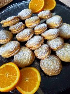 Βιενεζικα μπισκότα με γέμιση κρέμα πορτοκαλιού..! Πολύ πολύ νόστιμα! - Daddy-Cool.gr Greek Sweets, Greek Desserts, Greek Recipes, Greek Cookies, The Kitchen Food Network, Cranberry Cookies, My Cookbook, Biscuit Cookies, Soul Food