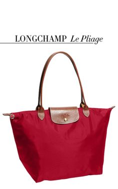 I love my Lonchamp Le Pliage! Why are Longchamp Le Pliage so popular among professional young women? Usa Shoes, Apostolic Fashion, Apostolic Style, Travel Handbags, Women's Handbags, Closet Tour, Nylon Tote, Medium Tote, My Bags