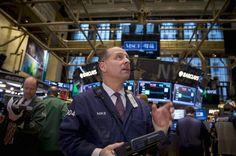 Wall Street fecha em queda com Fed e expectativa para o Payroll - http://po.st/wluZki  #Destaques - #Ações, #Commodities, #Fechamento, #Wall-Street