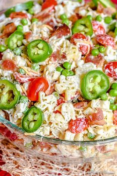 This Bacon Ranch Pasta Salad from Flavor Mosaic is made in delicious Texas style. It's packed full of crisp bacon, cheddar cheese, ranch seasoning, tender pasta, and spicy jalapeños! Orzo, Tortellini, Bacon Ranch Pasta Salad, Pesto Pasta Salad, Easy Pasta Salad, Ham Salad, Salad Recipes Video, Pasta Salad Recipes, Healthy Salad Recipes