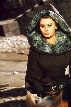 """Sofía Loren como doña Jimena en """"El Cid"""" (1961)."""