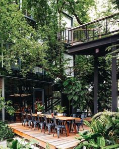 House design Garden cafe Cafe design Cafe interior Dream house Restaurant design - Running out of ideas We've got you covered! Find all the inspiration here! Cafe Interior Design, Interior Garden, Interior Architecture, Garden Architecture, Classic Interior, Interior Paint, Bathroom Interior, Restaurant Design, House Restaurant