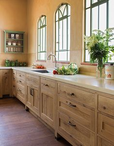 French oak Country style kitchen by Touchwood- Fine Traditional Woodwork. מטבח כפרי