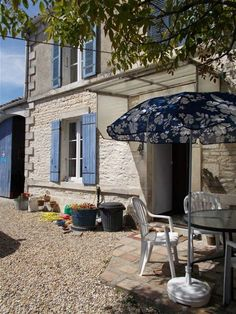 2 Bedroom House for sale For Sale in Charente-Maritime, FRANCE - Property Ref: 702208 - Image 1