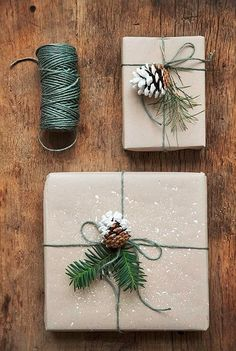 16 Favorite Easy Gift Wrapping Ideas (Many are Free!)Here comes 16 favorite gift wrapping ideas for Christmas and everyday celebrations! These gift wrapping ideas offer lots of inspirations such as creat. Noel Christmas, Winter Christmas, Christmas Ideas, Family Christmas, Rustic Christmas, Christmas Reef, Cheap Christmas, Christmas Quotes, Christmas Movies