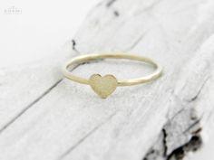 585+/+14k+zlatý+prsten+srdce+Popis+šperkuR69+Nabízíme+Vám+v+naší+dílně+ručně+vyrobený+585/14k+zlatý+prsten.+hmotnost+prstenu+:+cca+1,0+gr+rozměr+srdce:+5+x+5+mm+Velikost+:+dle+Vaší+volby+(uveďte+v+objednávce)+Naše+výrobky+procházejí+kontrolou+Puncovním+ůřadem+Praha+dle+zákona.+