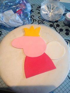 Fondant Cupcake Toppers, Fondant Cakes, Cupcake Cakes, Tortas Peppa Pig, Peppa Pig Birthday Cake, Pig Party, Character Cakes, Fondant Tutorial, Girl Cakes