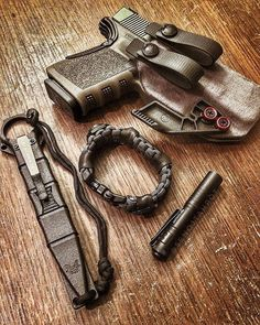 Do you use paracord often? Do you have a paracord Bracelet? Tactical gear carried by @senojtahpot ・・・ #everydaycarry