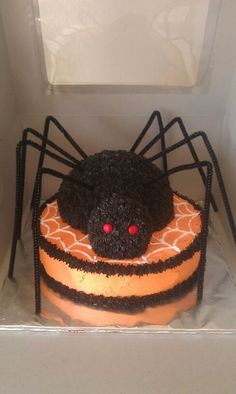 Spooky Spider Halloween Cake - instructions and how to make this DIY cake for Halloween
