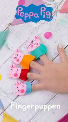 Peppa Pig DIY-Tutorials Fingerpuppen basteln und tolle Fanpakete gewinnen The post Peppa Pig DIY-Tutorials appeared first on Kinder ideen. Felt Crafts Kids, Pig Crafts, Wood Crafts, Paper Crafts, Peppa Pig Drawing, Peppa Pig Pinata, Aniversario Peppa Pig, Pig Birthday Cakes, Peppa Pig Birthday Ideas