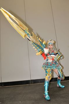 Monster Hunter - Cosplay of hunter wearing Zinogre armor and Greatsword