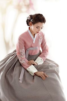 Beautiful, elegant with its own National Flavour. Posted by Sifu Derek Frearson Korean Traditional Dress, Traditional Fashion, Traditional Dresses, Korea Dress, Modern Hanbok, Culture Clothing, Korean Outfits, Korean Clothes, Asian Style