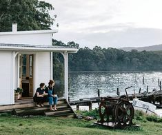 10 holiday homes in regional Australia for a weekend getaway Cabins And Cottages, Beach Cottages, Regional, Summer Cabins, Country Boutique, Weatherboard House, Outdoor Baths, Best Boutique Hotels, Old Cottage