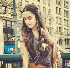 Shraddha Kapoor - Lots Of Love <-) By Himanshu Patni Jo tu mera humdard hai Suhaana har dard hai Jo tu mera humdard hai Alia Bhatt Hairstyles, Bride Hairstyles, Bollywood Girls, Indian Bollywood, Indian Celebrities, Bollywood Celebrities, Beautiful Bollywood Actress, Beautiful Actresses, Shraddha Kapoor Cute