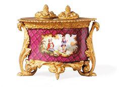 Encrier de Guy de Maupassant (1850-1893), porcelaine rose polychrome, deuxième moitié du XIXe siècle. Frais compris : 11 780 €. Rouen, dimanche 20 juillet. Wemaëre - de Beaupuis - Denesle Enchères SVV. Cabinet Poulain.