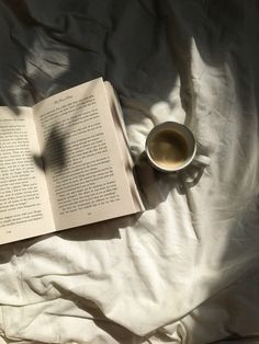 Beige Aesthetic, Book Aesthetic, Aesthetic Pictures, Book Nerd, Book Club Books, Books To Read, Coffee And Books, Book Photography, Love Book