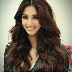 Hot and sexy Bollywood movie Actress and model Disha patani very cute beautiful photos and wallpapers with their stunning hairstyle navel bo. Beautiful Indian Actress, Beautiful Actresses, Disha Patani Instagram, Disha Patani Photoshoot, Disha Patni, Thing 1, Indian Celebrities, Body Fitness, Beautiful Smile