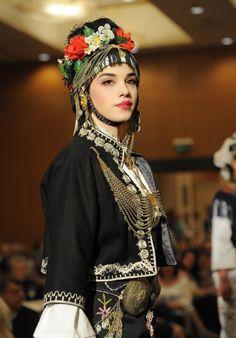 Folk Clothing, Dress Attire, Folk Dance, Folk Costume, Body Modifications, Traditional Dresses, Old World, Beautiful People, Beauty