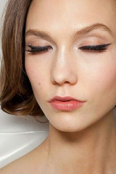 Karlie Kloss- arched #brows, winged liner, cupid's bow