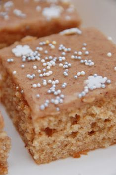 Makeaa murmelin täydeltä: Pipariruudut Krispie Treats, Rice Krispies, Food Inspiration, Food And Drink, Xmas, Desserts, Recipes, Drinks, Tailgate Desserts