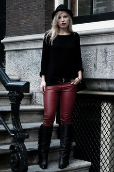 H Oversized Black Knit, Pimkie Red Faux Leather Skinny Pants, Sacha Fringe Wedge Black Boots, H Black Fedora Hat, Zara Black Oversized Shopper Bag, Canmagic Western Black Cowboy Belt
