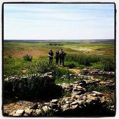"Los safaristas fotográficos conociendo la""Opidium Romana"" de la Ruta Vino Ribera Guadiana. #primaveraenogastronómica"