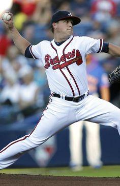 3825db61c2fd8 Atlanta Braves starter Kris Medlen works in the first inning of a baseball  game against the