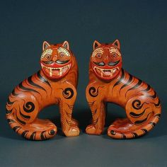 Tigers are one of the prominent animals in Korean folklore often as a guardian type spirit. Tiger Art, Matou, Cute Polymer Clay, Korean Art, Arte Popular, Hand Painted Ceramics, Teaching Art, Chinoiserie, Folk Art
