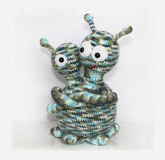 Mr and Mrs Alien Crochet PDF Pattern Alien Crochet Pattern Crochet Toys Patterns, Stuffed Toys Patterns, Bead Crochet, Crochet Hooks, Crochet Numbers, Crochet Panda, Crochet Monsters, Double Knitting, Yarn Colors