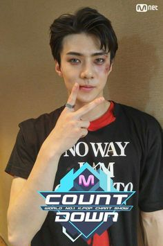 Omfg sehun with coloured contact lenses hng!!