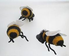 Hanging Honey Bee Knitting Pattern