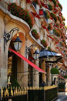Hôtel Plaza Athénée in Paris, France !!