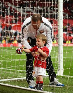 Wayne Rooney joins his youngest son for a kickabout on the Old Trafford pitch. Wayne Rooney, Football Is Life, Football Team, Rugby, Official Manchester United Website, Sports Fanatics, Live Matches, Match Highlights, Couples