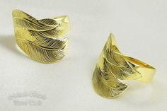 """Pierścień mosiężny z ręcznie grawerowanym motywem piór. Firma """"Grawer Met"""" Paweł Tucki. #metalart, #hand_engraving, #ring, #feather, #polandhandmade"""