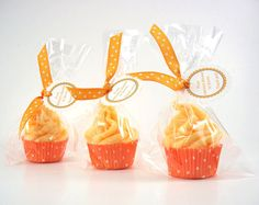 Mini Cupcake Bath Fizzy   Love the bag/ribbon.  could we pull off the frosting effect?  or just press in some lavender