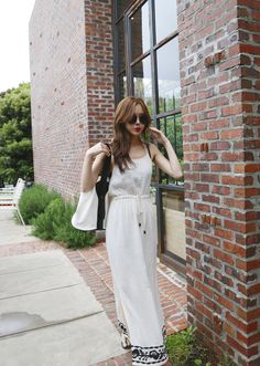 裾幅 刺繍ポイントロングワンピース - 夏にぴったりのロングワンピース。 ノースリーブなので様々なアイテムとレイヤードできます★ 裾のサイドスリットで大人っぽい抜け感をプラスしました。