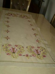 Neşe'nin gözdeleri Embroidery Patterns, Hand Embroidery, Machine Embroidery, Gold Work, Cake Decorating, Diy Crafts, Angles, Craft Ideas, Facebook