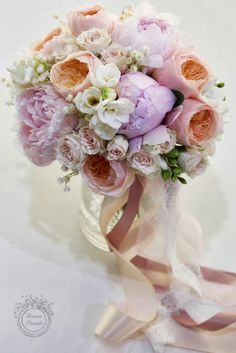 Flowers and ribbons - garden roses, peach, ivory, great gatsby - wouldn't this be lovely with pearls