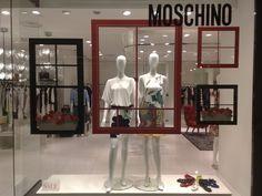 Картинки по запросу moschino window display 2010