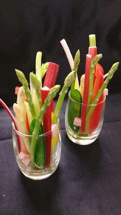 Mini pinzimonio di verdure baby, gelatina di rabarbaro, lime e zenzero