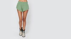 BEACH BUNNY SHORT WITH TRIM