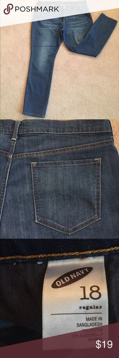Old Navy Jeans Never worn - Have a defined waist, button closure, and enough stretch to hug your curves! Old Navy Jeans Skinny