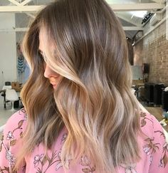 No matter your hair color or style, these balayage highlights inspiration are exactly you need to take to your next salon appointment. Time to liven up you hair color! Blonde Hair With Highlights, Brown Blonde Hair, Front Highlights, Fall Blonde, Blonde Honey, Chunky Highlights, Caramel Highlights, Medium Blonde, Honey Hair