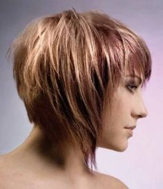 Layered Bob Hairstyles 2011 The layered bob haircut can be a very versatile look. Inverted Bob Hairstyles, Bob Hairstyles With Bangs, Layered Bob Hairstyles, My Hairstyle, Straight Hairstyles, Cool Hairstyles, Short Haircuts, Asymmetrical Haircuts, Wedge Hairstyles