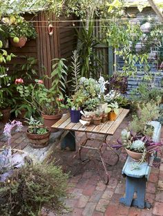 Urban Garden Design 28 Absolutely dreamy Bohemian garden design ideas - When decorating your outdoor space, a Bohemian garden theme is a popular look that can give your space some bright and playful aesthetics. Small Courtyard Gardens, Back Gardens, Small Gardens, Outdoor Gardens, Small Terrace, Small Courtyard Garden Ideas Australia, Small Garden Patios, Small Brick Patio, Brick Courtyard