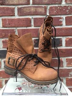139.99$  Buy here - http://vixdl.justgood.pw/vig/item.php?t=l7ljgbj26396 - $260 Jeffrey Campbell Perforated Lace Up Combat Tan Brown Ankle Boots 37 7 RARE!
