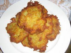 Nastrouhané brambory a ostatní ingredience smícháme dohromady. A smažíme na rozpáleném oleji.