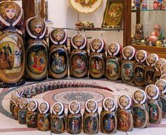Матрешка [matryoshka] is the #Russian wooden doll and the nation's symbol. Actually there're usually 8 dolls put in each other. Matryoshkas are depicted as peasant girls in traditional dresses, but often tourists prefer dolls of Soviet or Russian leaders and popular movie stars.